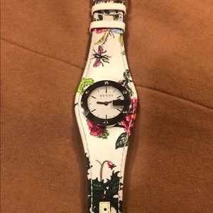 Gucci G Series 104 Flora Watch